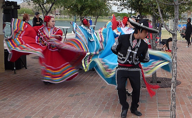 photo of ballet folklorico dancers