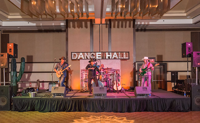 piture of country western band playing large event