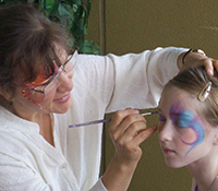 facepainter painting design on a young girl