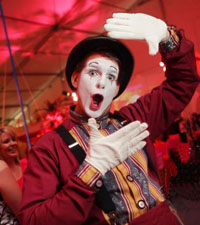 white face male mime with hat and gloves