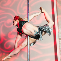 cirque entertainer performing on a pole